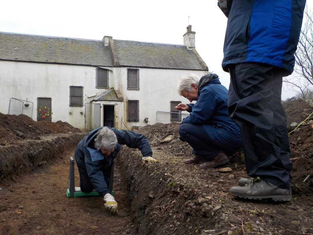 Volunteers from the GLHP (Margaret Collingwood, Jill Strobridge and Alison MacDonald) getting to grips with archaeological techniques (Rubicon Heritage)